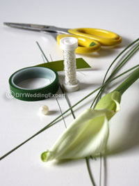 materials need to make a calla lily buttonhole